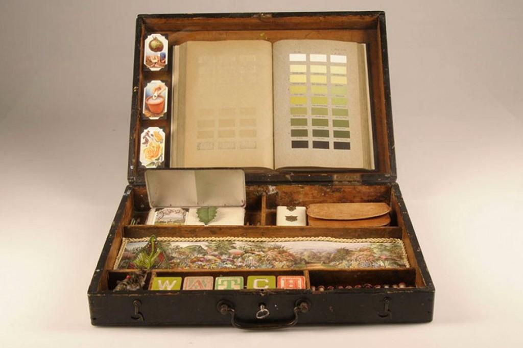 #122 b Johanna's paintbox (open)